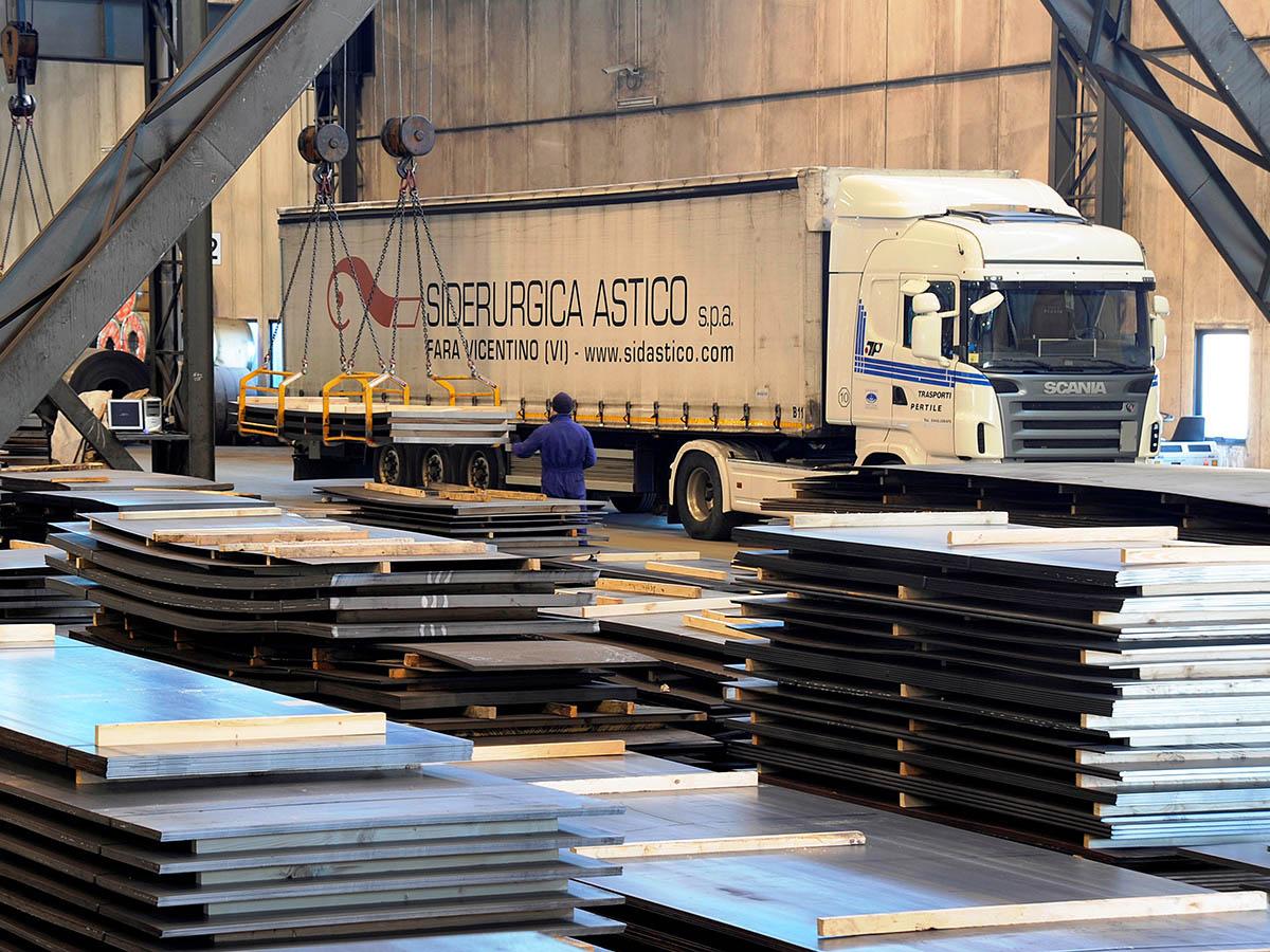 Lamiere-lastre-di-acciaio-carbonio-da-coils-siderurgica-1470_02-logistica-condizioni-di-carico